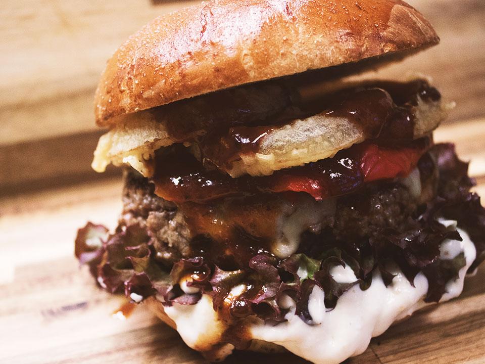 Deli-Que Burger